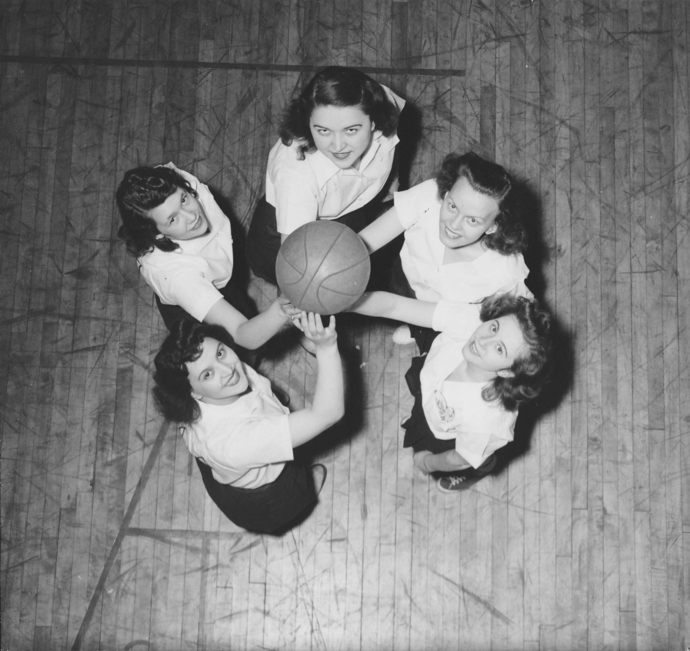 1946-47-womens-basketball